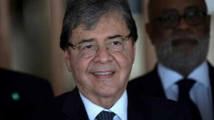 Ministrul Apararii din Columbia a...